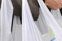 Φιλοπεριβαλλοντική ρύθμιση για τις πλαστικές σακούλες… χτυπάει στην τσέπη του καταναλωτή